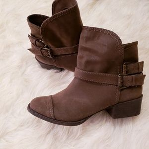 ROCKET DOG BUCKLED ANKLE BOOTIES